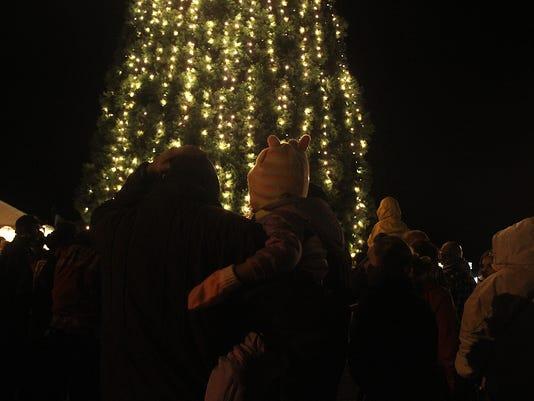 Keizer tree lighting