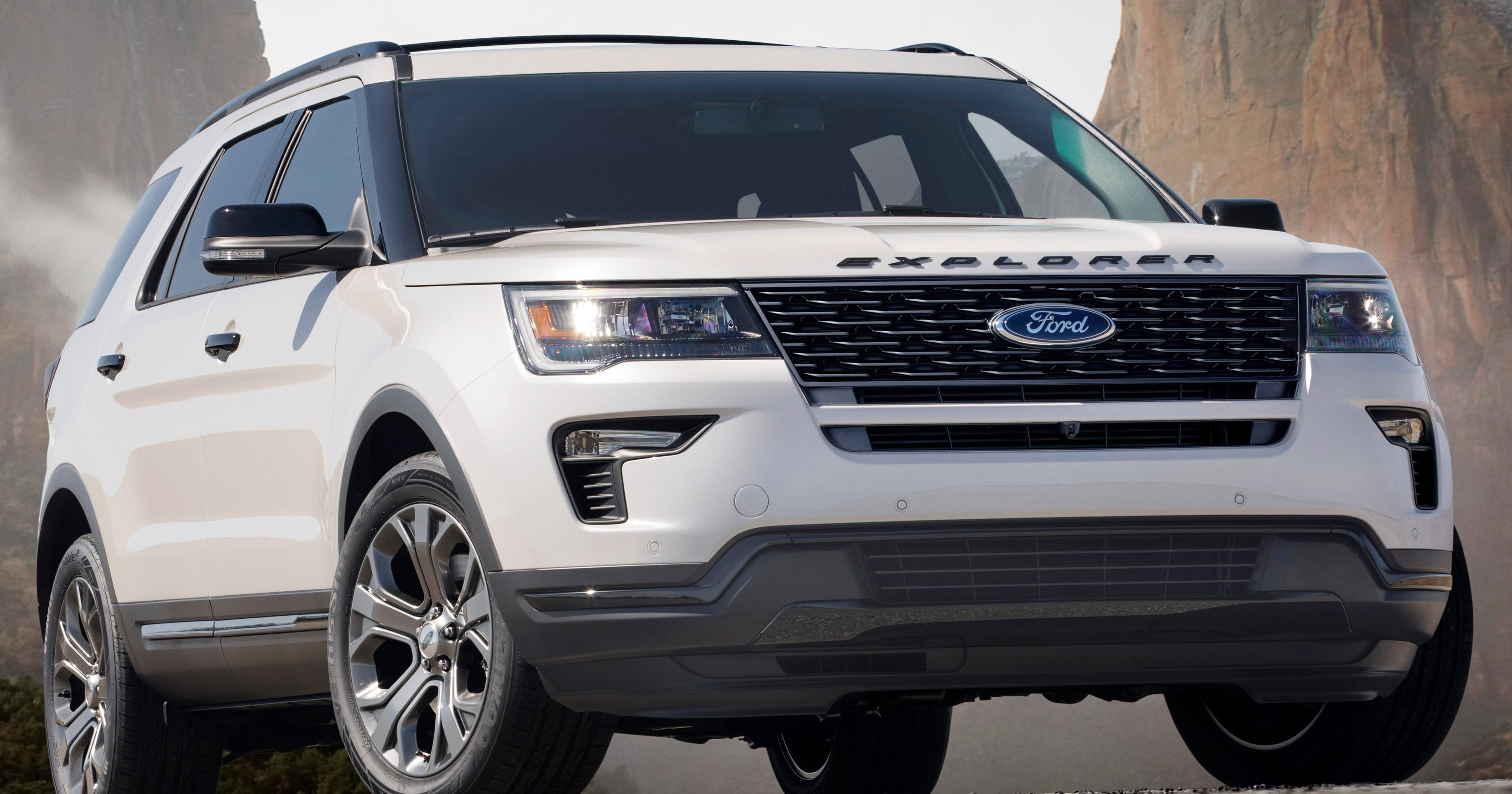 ford updates looks of the 2018 explorer suv with new grille. Black Bedroom Furniture Sets. Home Design Ideas