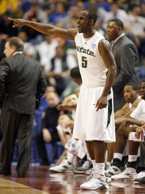 MSU's Travis Walton gives out directions from the bench in the 1st half against USC in the  NCAA basketball tournament in Minneapolis, MN on Sunday, March 22, 2009. MSU 74-69 win over USC advanced them to the Sweet Sixteen next week in Indianpolis to Face Kansas. JULIAN H. GONZALEZ/Detroit Free Press 2009.JULIAN H. GONZALEZ/Detroit Free Press