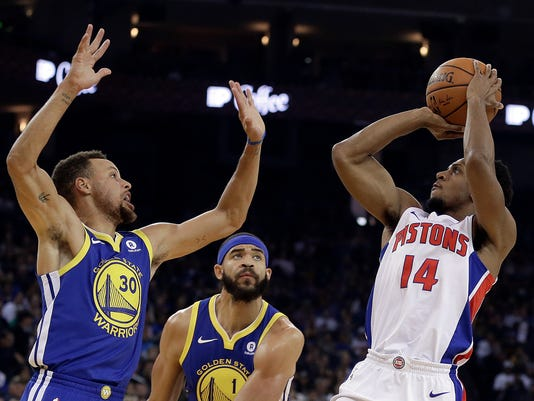Detroit Pistons' Ish Smith, right, shoots against Golden State Warriors' Stephen Curry (30) and Reggie Jackson (1) during the first half of an NBA basketball game, Sunday, Oct. 29, 2017, in Oakland, Calif. (AP Photo/Ben Margot)