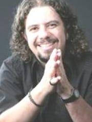 DR. CLÁUDIO CARVALHAES