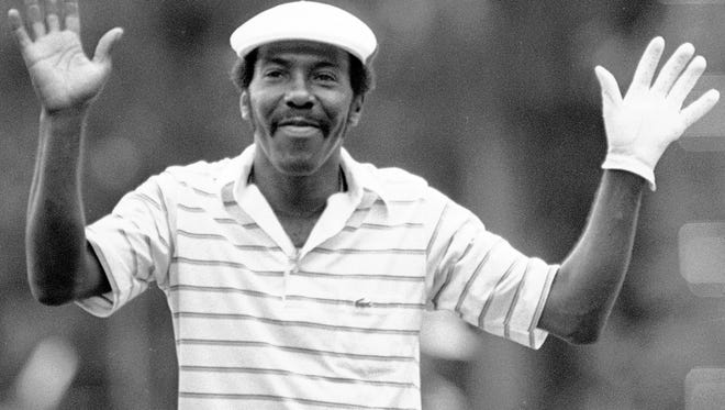 Calvin Peete thanks the gallery after he made a birdie on the 18th hole to win the Georgia Pacific-Atlanta Classic golf tournament in May of 1983. Peete, who learned to play golf at Rochester's Genesee Valley Park, died on April 29 at age 71.