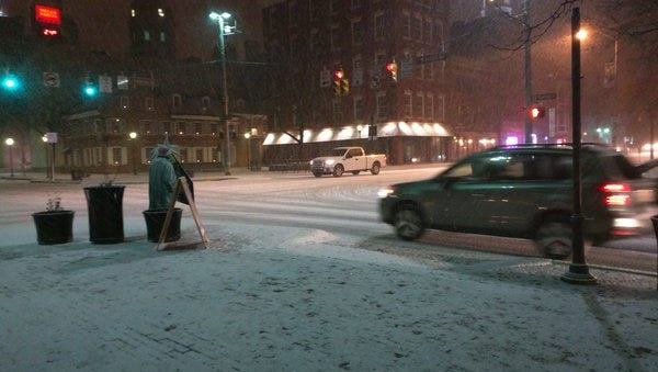 Snow started falling in York around 5:45 p.m. on Friday, January 22, 2016.