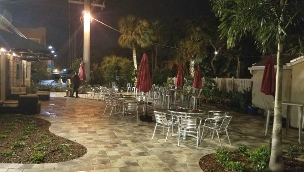 The outdoor patio seating at Talk:house on Dixie Highway in Stuart.