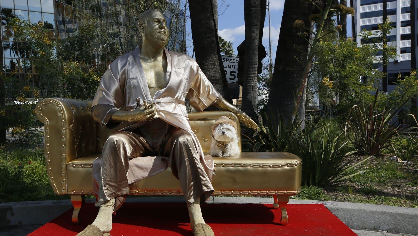 Harvey Weinstein 'Casting Couch' statue debuts pre-Oscars thumbnail