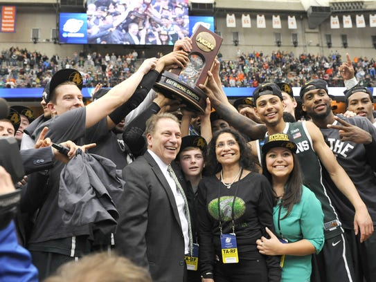 File MSU basketball coach Tom Izzo, his family and