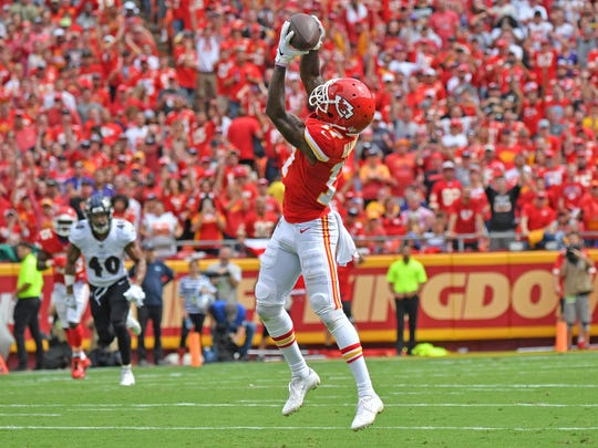 KANSAS CITY, MO - SEPTEMBER 22:  Wide receiver Mecole Hardman #17 of the Kansas City Chiefs reaches up to catch a touchdown pass against the Baltimore Ravens during the first half at Arrowhead Stadium on September 22, 2019 in Kansas City, Missouri. (Photo by Peter Aiken/Getty Images)