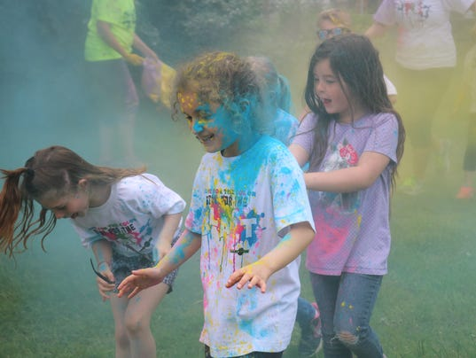 Edgerton Elementary Color a thon - running