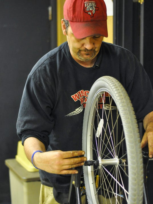 SPJ 0606 Bike shop continue.jpg