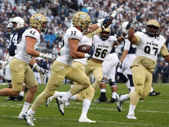 Akron Zips safety Zach Guiser (32) runs with the ball