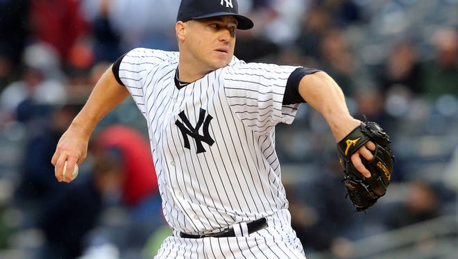 Shawn Kelley closed out his first career save in place of David Robertson in the Yankees' home opener Monday.