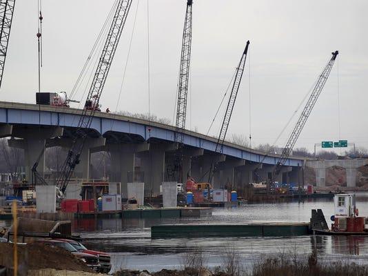 IMG_-APC_441_Bridge_Cons_1_1_U8AAAA8R.jpg_20150324.jpg