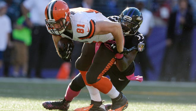 Cleveland Browns tight end Jim Dray (81) leans for extra yards as Baltimore Ravens strong safety Will Hill (33) tackles him during overtime at M&T Bank Stadium. The Cleveland Browns defeated the Baltimore Ravens 33-30.