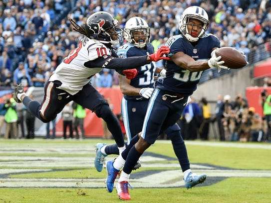 Titans cornerback LeShaun Sims (36) intercepts a pass