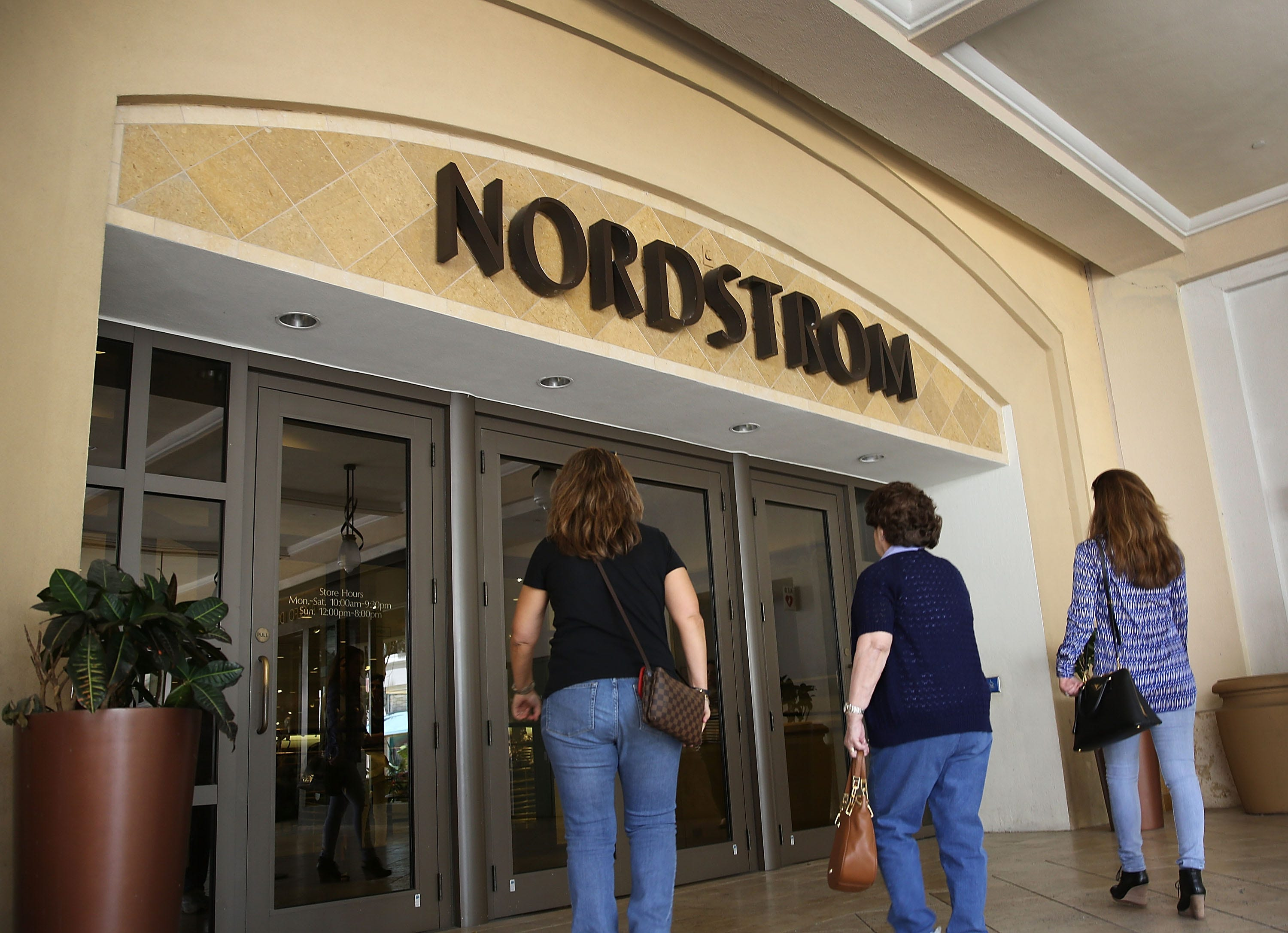Signs Madewell Distribution Deal with Nordstrom