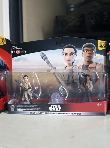 Toys from the Disney Infinity 3.0: The Force Awakens Play Set.