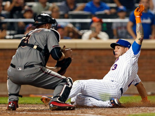 Mets baserunner Asdrubal Cabrera is tagged out by Diamondbacks