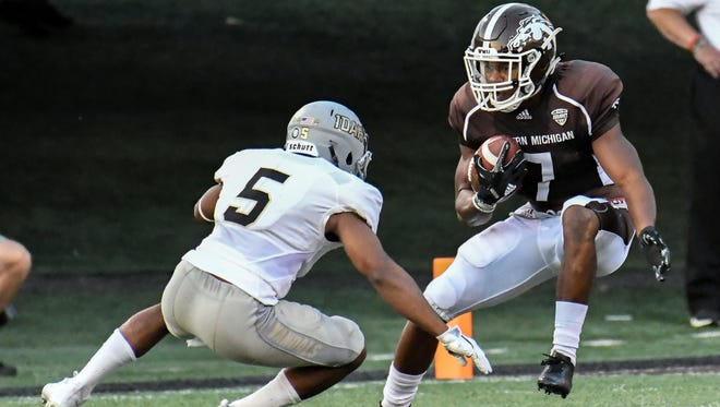 Western Michigan receiver D'Wayne Eskridge (7) tries to advance after a catch early on in game action against Idaho on Sept. 16, 2017 at Waldo Stadium in Kalamazoo.