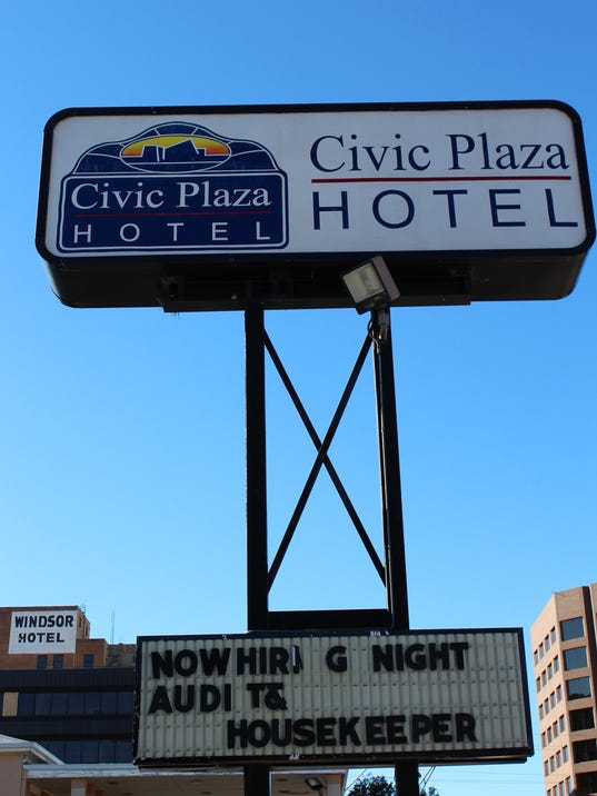 Plaza-sign-letters