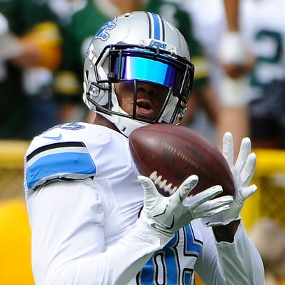 Lions tight end Eric Ebron pulls in a reception, warming
