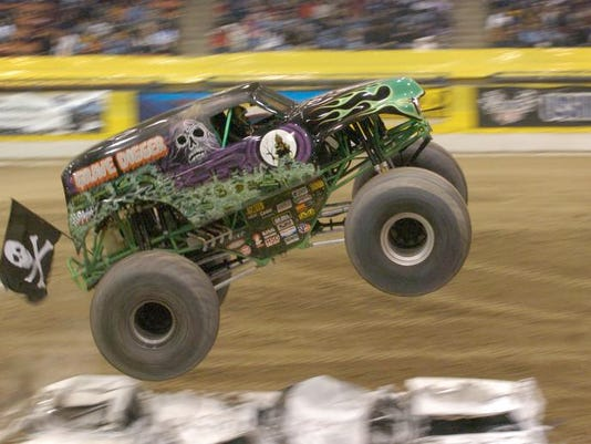 -monster truck2.jpg_20060121.jpg
