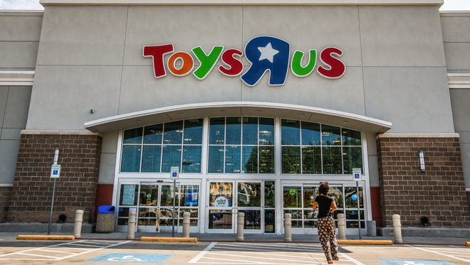 A person walks into a Toys 'R' Us store in Dallas, Texas, USA, 19 September 2017.  Toys 'R' Us Inc. filed chapter 11 bankruptcy this week to restructure five billion dollars of debt, one of the largest ever by specialty retailer.