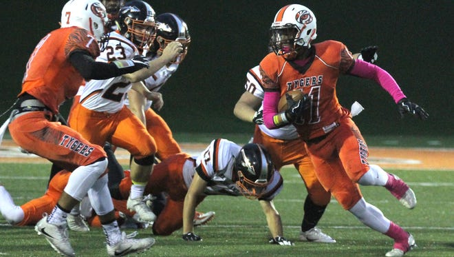 Mansfield Senior's Jornell Manns outpaces the Ashalnd defense for a touchdown during a home game at Arlin Field.