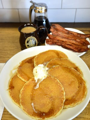 20010726A. EDGEWATER, N.J.  11/17/2015.  PANCAKE BLACK FRIDAY:  The Original Pancake House in Edgewater features Buttermilk Pancakes with thick sliced bacon; homemade maple syrup; and, organic Brazilian Cerrado.