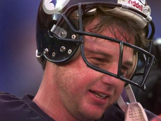 Mike Tomczak as the Steelers' backup quarterback.