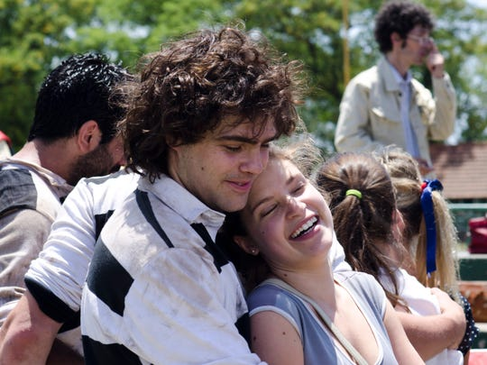 Alejandro (Peter Lanzani) and Monica (Stefania Koessl)