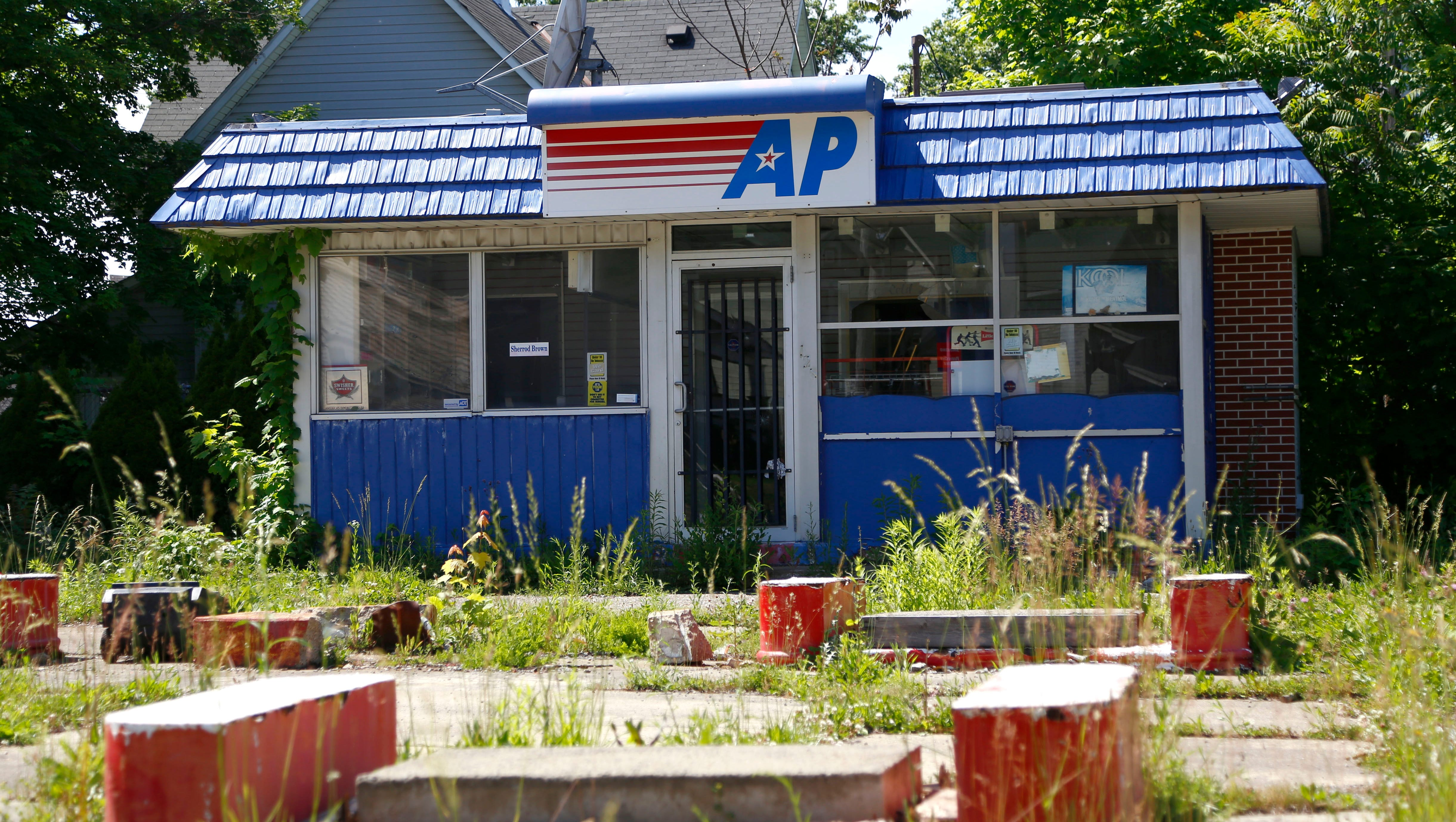Abandoned Gas Station On Lexington Ave Finally Will Be Torn Down