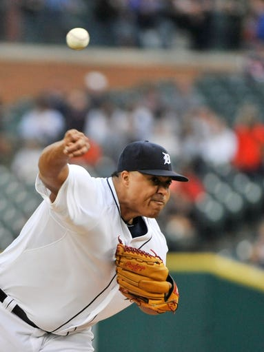 Tigers pitcher Alfredo Simon works in the first inning