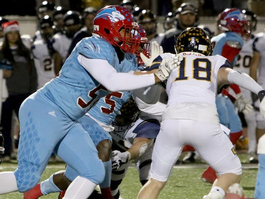 Hirschi's Michael Harris blocks Stephenville's Kasee
