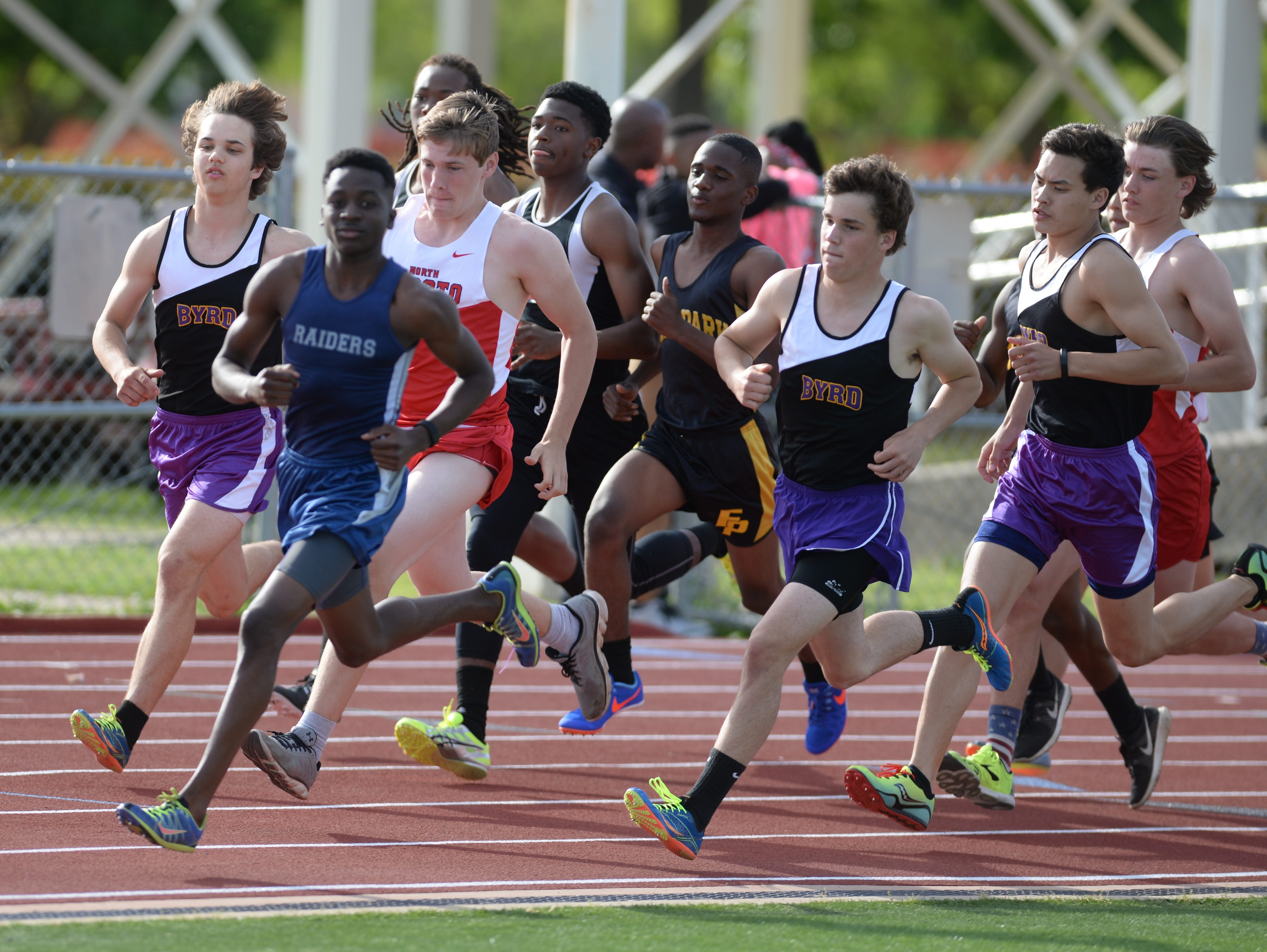 The boy's 1600M run gets underway at the Shreveport relays.