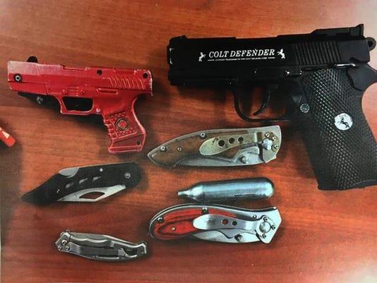 636143036485844250-Guns-and-knives.jpeg