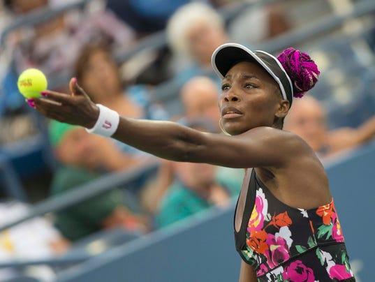 2013-11-01 Venus Williams serve