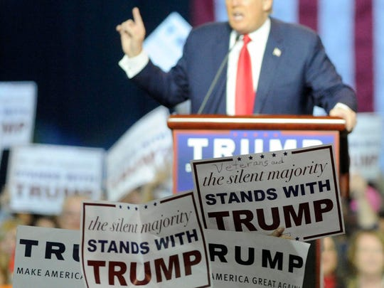 Fans show support as Republican presidential candidate