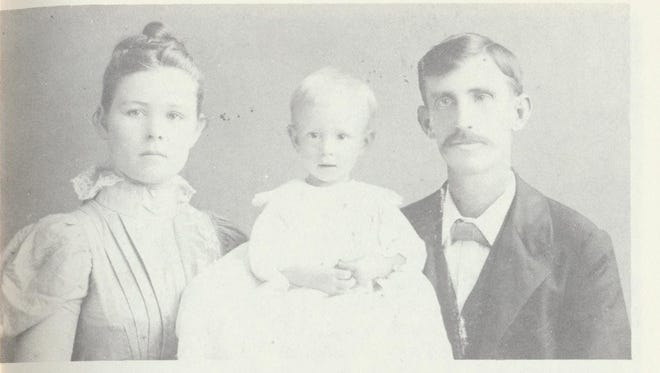 Daisy and Archie Cochran with their son, Carl, age one, in 1899.
