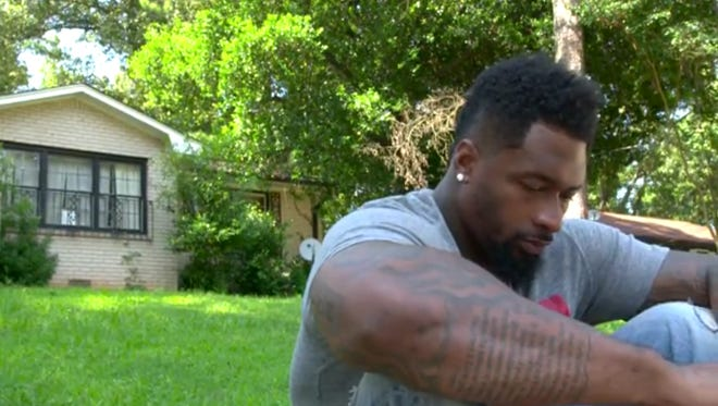 Darnell Dockett returned to the site of his mother's murder.