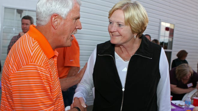Councilman Geno Grubbs speaks with Tennessee Coach Pat Summitt Thursday at the Hand Farm.