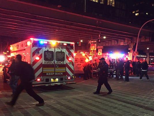 636564040092501999-CORRECTION-NYC-Helicopter-Crash.jpg