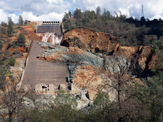 AP DAMAGED CALIFORNIA DAM A USA CA
