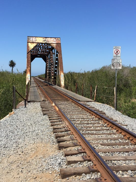 636413577501828826-Union-Pacific-rail-bridge.JPG
