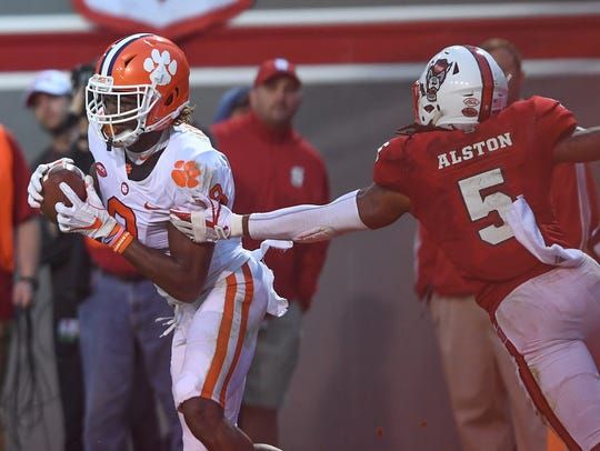 Clemson wide receiver Deon Cain (8) catches a TD past