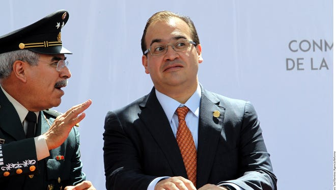 La PGR indaga al Gobernador Javier Duarte por enriquecimiento ilícito, peculado e incumplimiento del deber legal.