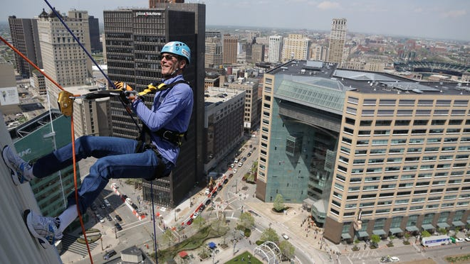 Mike Surnow rappels down the First National Building in Detroit as part of a fundraiser for Detroit2Nepal Foundation and Detroit Area Pre-College Engineering Program on Friday, May 8, 2015