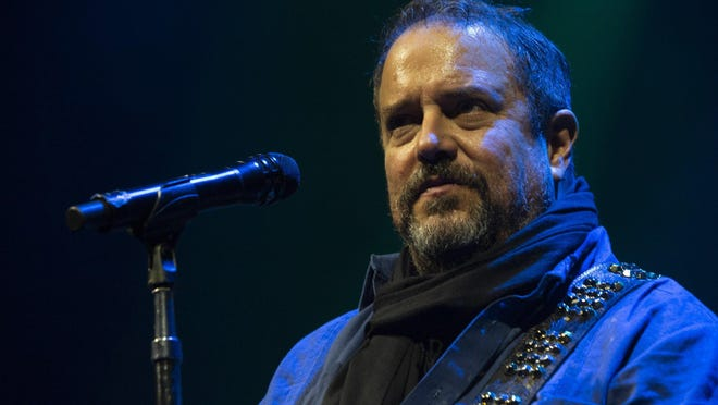Raul Malo says he'd been wanting to do an all-Spanish-language album with the Mavericks for awhile.