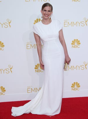 """Anna  Chlumsky   The fit of her Zac Posen dress was """"like a glove. It's just one zip,"""" she told E! on the red carpet."""