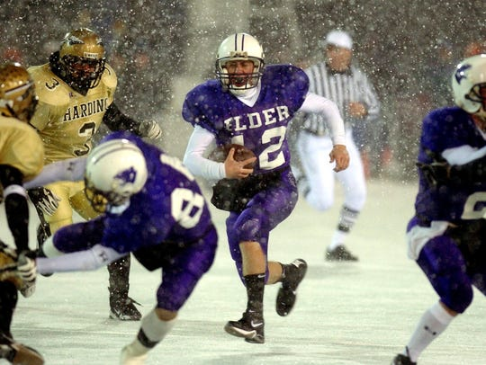 Elder?s quarterback Rob Florian runs the ball through