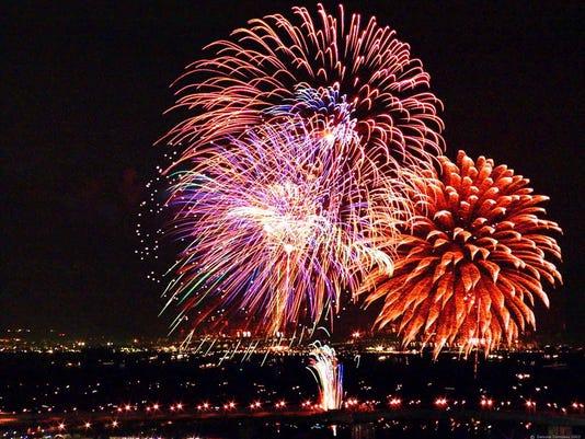 -fireworks_dummy_06-29-2006_RNE7JNN.jpg_20060629.jpg